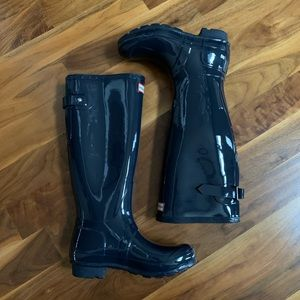 New Navy Hunter boots w/ wide adjustable back Sz5